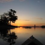 I kanoten i juni kl 03.00 vid Elfviksudde på Lidingö. Soluppgång över Vaxholm